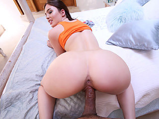 Young sizzling girl Jodi Taylor sucks..